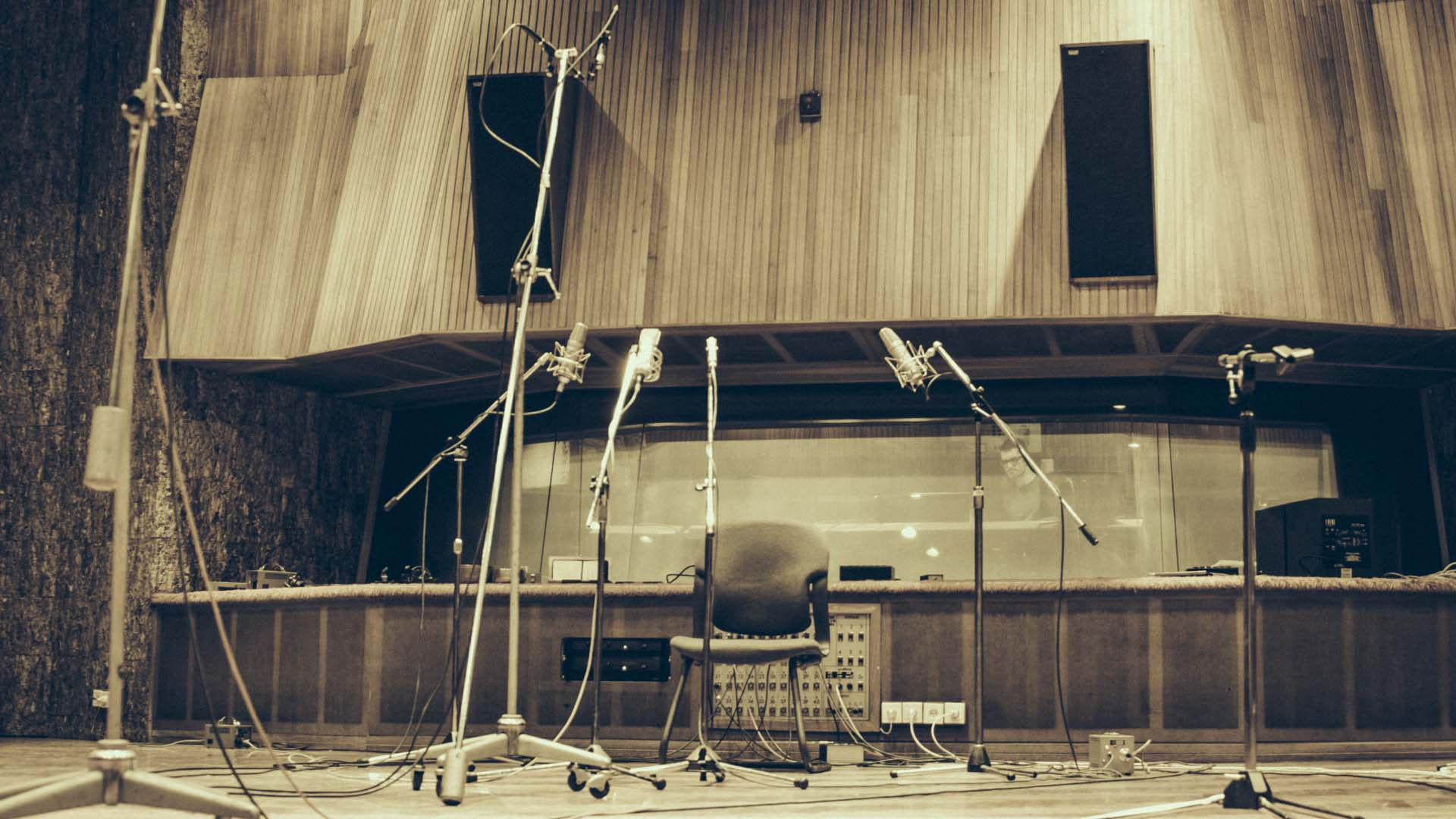 The various mics used to record Hanging on a Dream